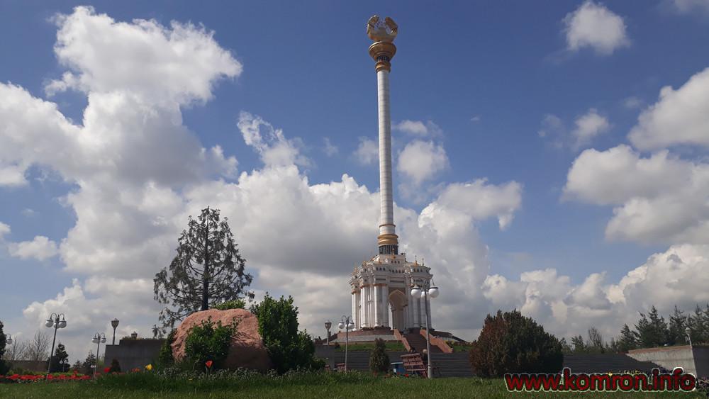 Стелла герб в городе Душанбе
