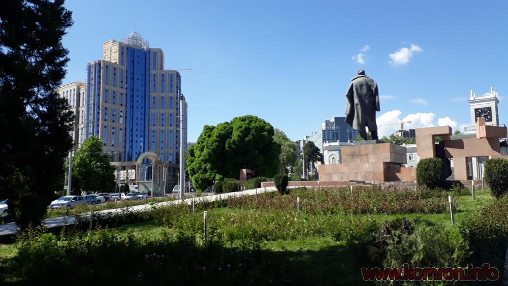 Сурати Шаҳри Душанбе: Назди Садбарг
