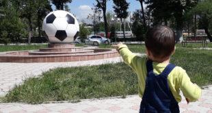 Самый большой футбольный мяч в Таджикистане