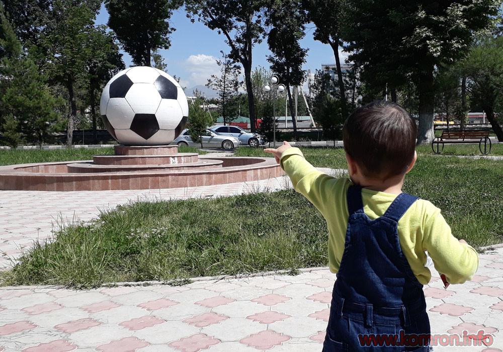 samiy bolshoy myach v gorode Dushanbe