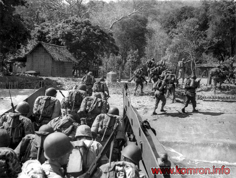 5241ind Nederlandse soldaten gaan aan land te Pasir Poetih op 21-7-1947.
