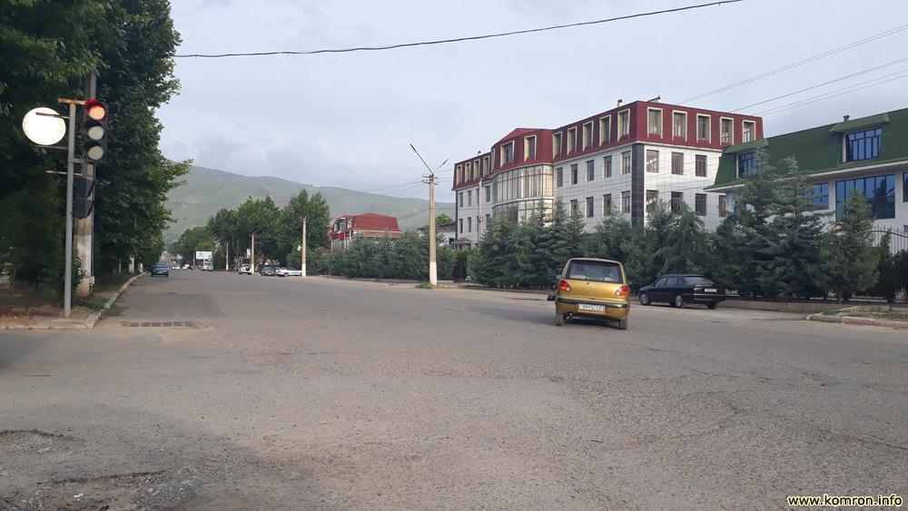 Кӯчаи марказии шаҳри Ёвон (хиёбони маъмурӣ)